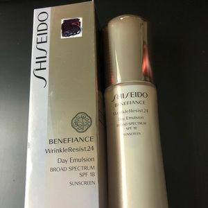 Shiseido, Spf 18 Wrinkle Resist 24 Day Emulsion